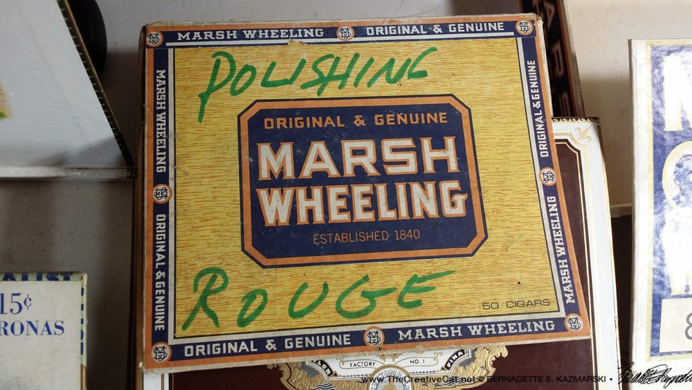 The really common Marsh & Wheeling box with marker decoration.